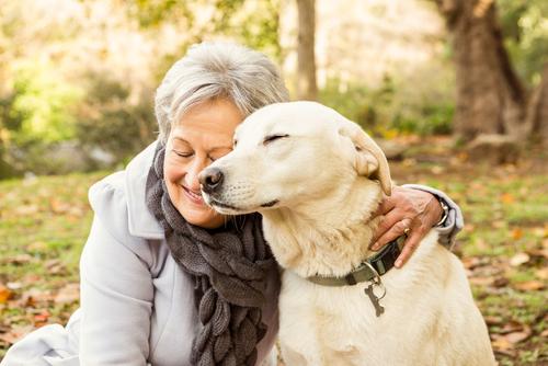 chien et sa maîtresse